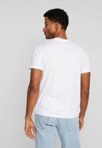 Armani Exchange - T-shirt con stampa - white - 2
