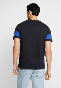 Armani Exchange - T-shirts med print - navy