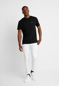 Armani Exchange - T-shirt basic - black - 1