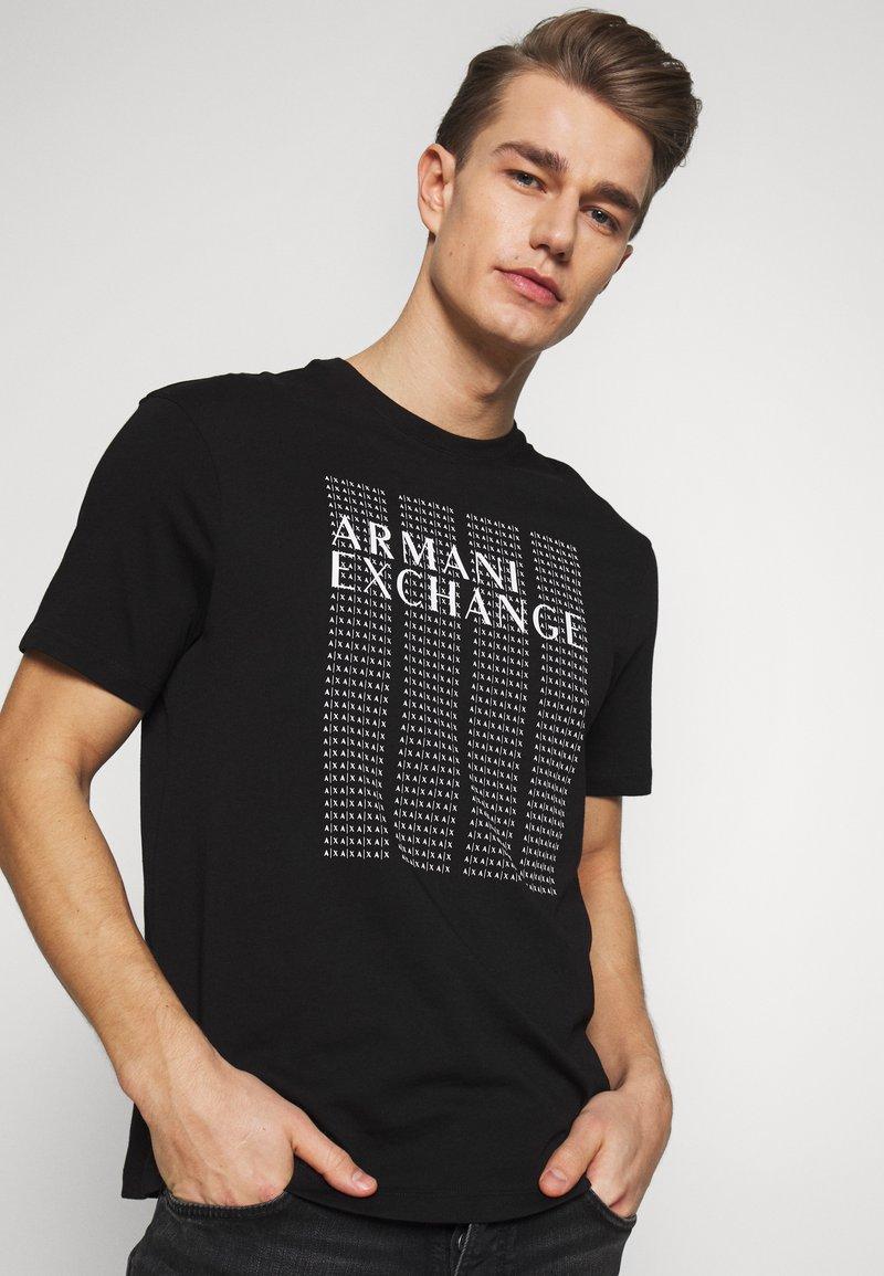 Armani Exchange - T-shirt med print - black