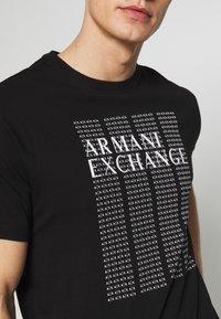Armani Exchange - T-shirt med print - black - 4