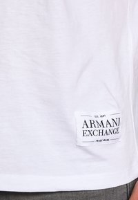 Armani Exchange - Print T-shirt - white/black - 4