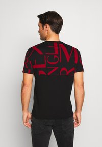 Armani Exchange - T-shirt imprimé - black/syrah - 2