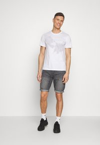 Armani Exchange - T-shirt imprimé - white - 1
