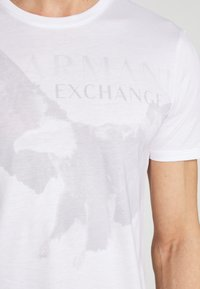 Armani Exchange - T-shirt imprimé - white - 5
