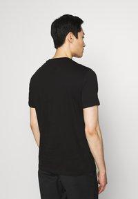 Armani Exchange - T-shirt imprimé - black - 2