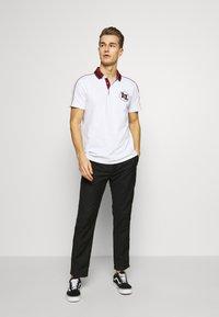 Armani Exchange - Koszulka polo - white - 1