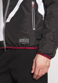 Armani Exchange - Kurtka wiosenna - black billboard - 6