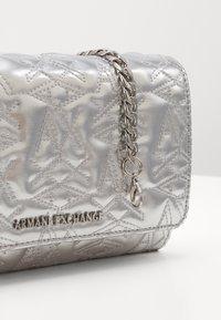 Armani Exchange - PORTAFOGLIO - Schoudertas - silver - 5