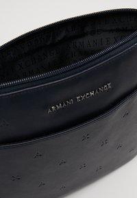 Armani Exchange - Skulderveske - navy - 4