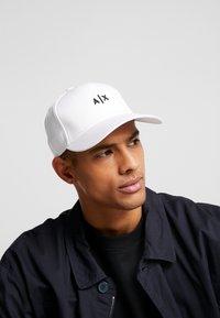 Armani Exchange - Keps - white/black - 1