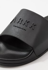 ARKK Copenhagen - SLIDES - Klapki - black - 5