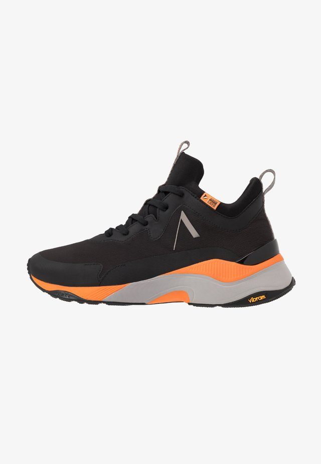 STORMRYDR VULKN VIBRAM - Sneaker low - black/orange