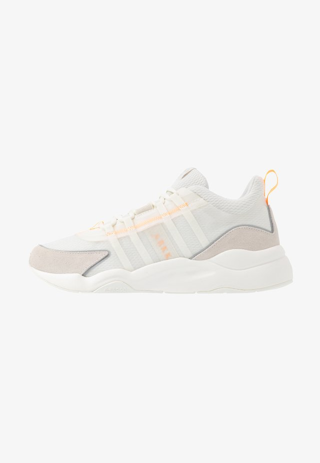 LYRON F-PRO90 - Sneaker low - marshmallow/orange glow