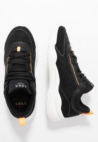ARKK Copenhagen - LYRON F-PRO90 - Sneakersy niskie - black/orange glow - 1