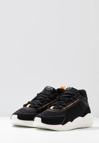 ARKK Copenhagen - LYRON F-PRO90 - Sneakersy niskie - black/orange glow - 2
