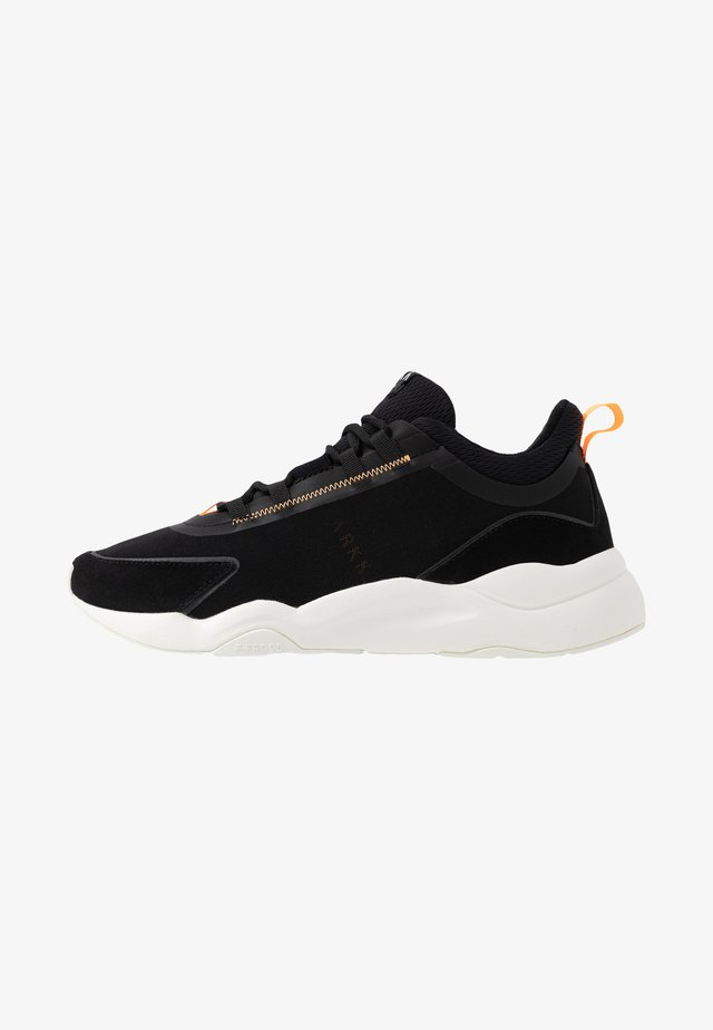 LYRON F-PRO90 - Sneaker low - black/orange glow