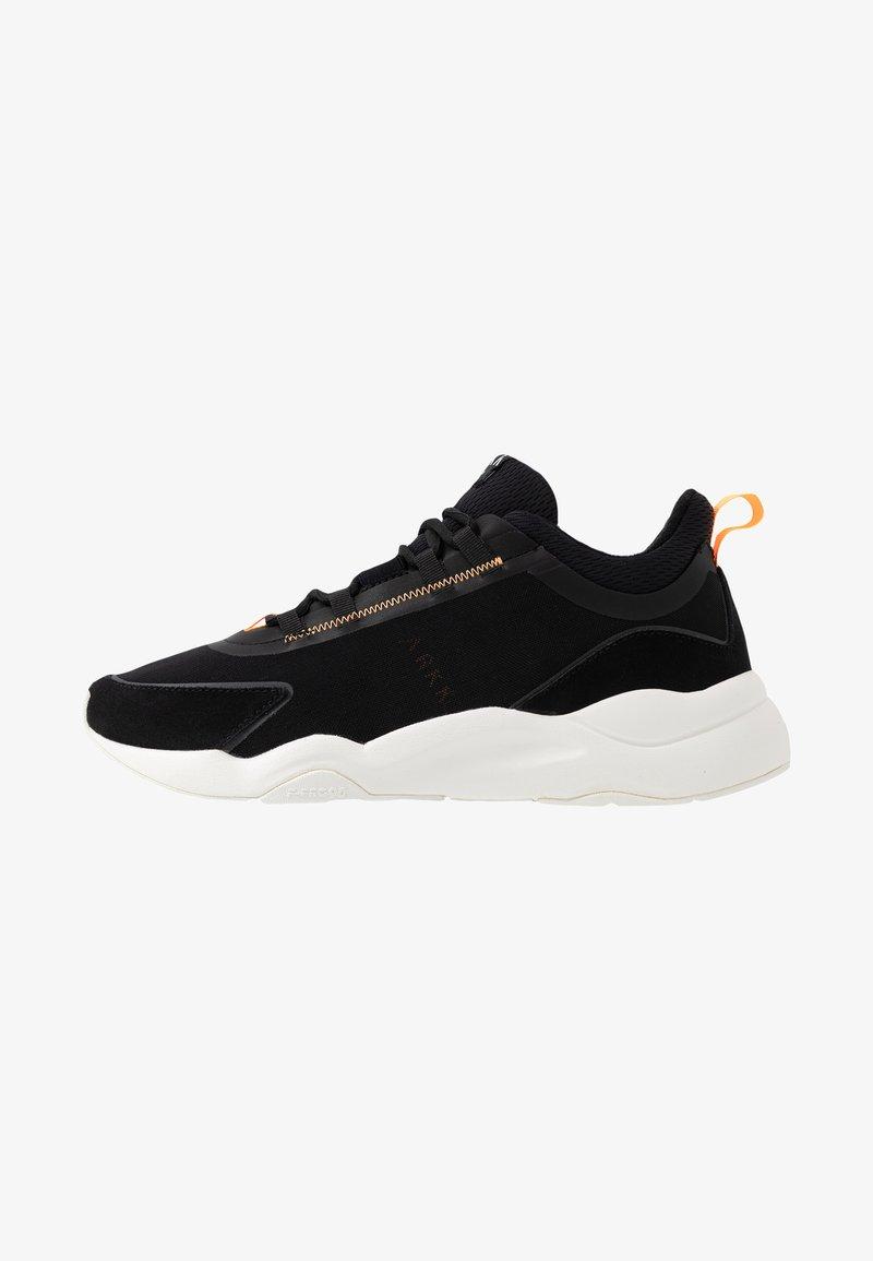 ARKK Copenhagen - LYRON F-PRO90 - Sneakersy niskie - black/orange glow