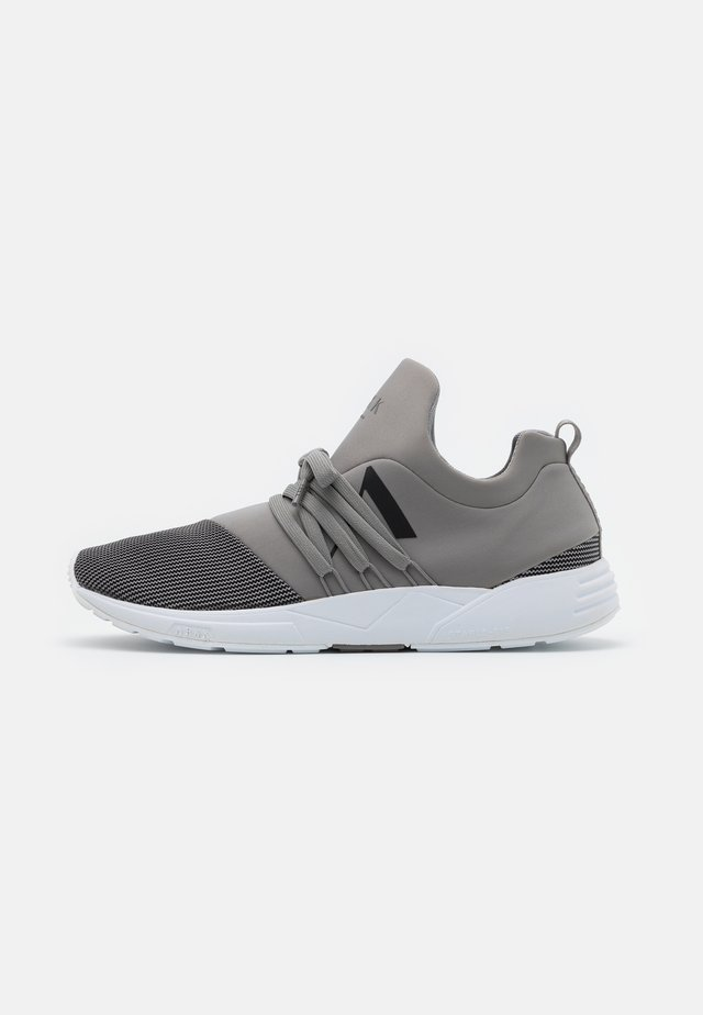 RAVEN S-E15 - Joggesko - silver/grey/black