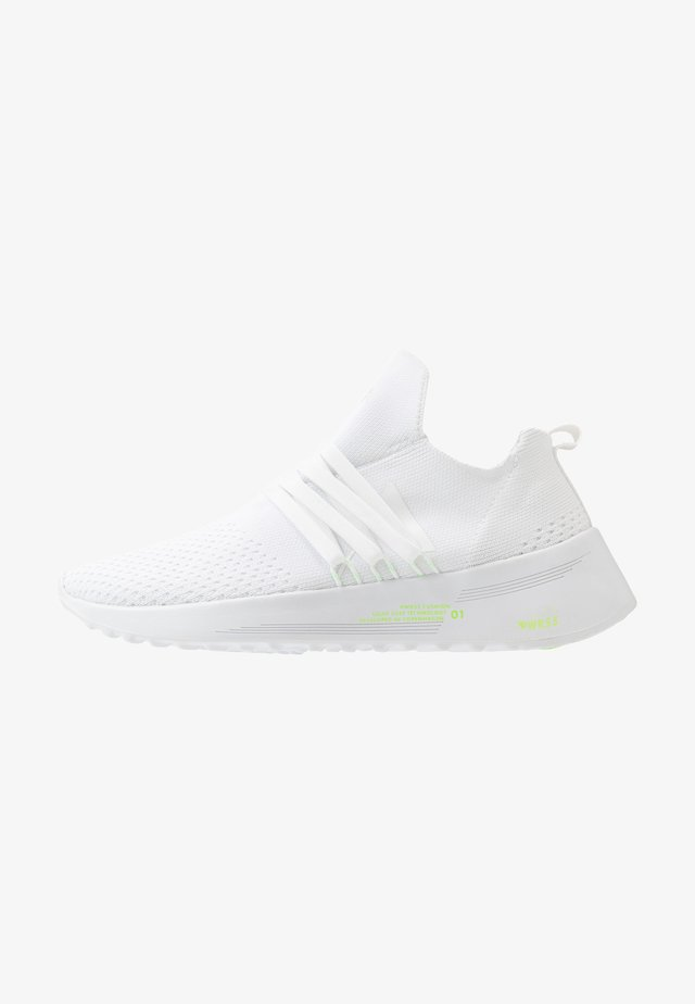 RAVEN FG 2.0 PWR5 - Sneaker low - white/vivid green