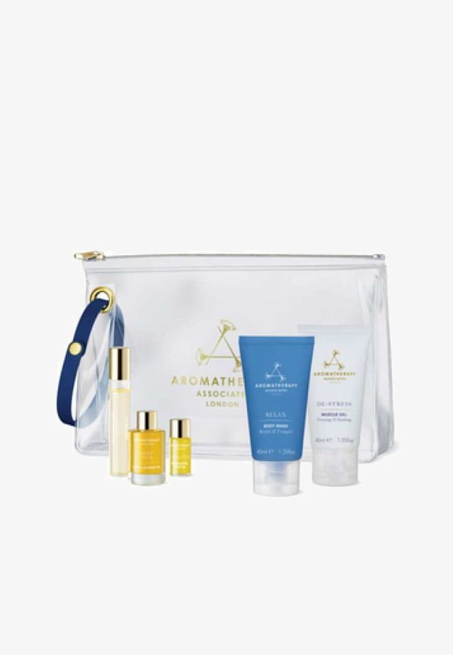 AROMATHERAPY ASSOCIATES RELAX & SLEEP EDIT - Bath and body set - -