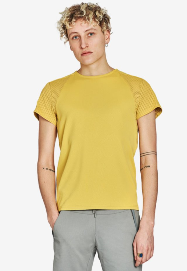 TEMPERED TEE - Funktionsshirt - mustard yellow