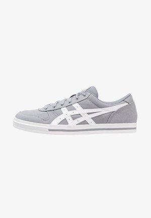 AARON - Joggesko - stone grey/white