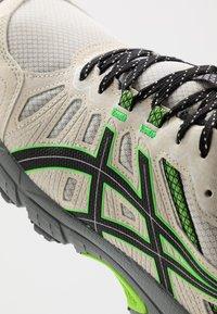 ASICS SportStyle - GEL VENTURE 7 - Tenisky - birch/black - 5