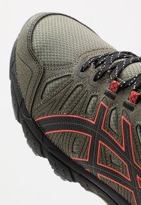 ASICS SportStyle - GEL VENTURE 7 - Sneakersy niskie - lichen green/black - 5