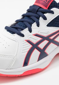 ASICS - COURT SLIDE - Multicourt tennis shoes - white/peacoat - 5