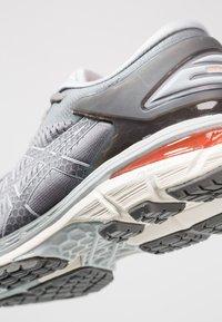 ASICS - GEL KAYANO 25 - Zapatillas de running estables - carbon/mid grey - 5