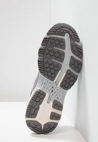ASICS - GEL KAYANO 25 - Zapatillas de running estables - carbon/mid grey - 4