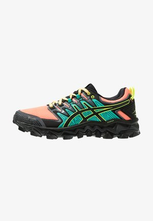 GEL-FUJITRABUCO 7 - Zapatillas de trail running - sun coral/black