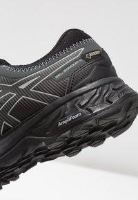 ASICS - GEL-SONOMA 4 G-TX - Běžecké boty do terénu - black/stone grey - 5