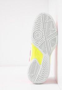 ASICS - GEL-GAME 7 - Tennisschoenen voor alle ondergronden - laser pink/white - 4