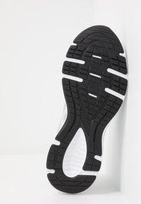 ASICS - JOLT 2 - Obuwie do biegania treningowe - piedmont grey/white - 4
