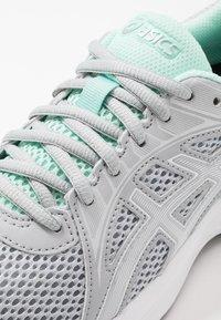 ASICS - JOLT 2 - Obuwie do biegania treningowe - piedmont grey/white - 5