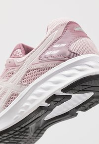 ASICS - JOLT 2 - Obuwie do biegania treningowe - watershed rose/white - 5