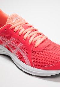 ASICS - JOLT 2 - Zapatillas de running neutras - laser pink/white - 5
