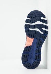 ASICS - GEL-NIMBUS 21 - Obuwie do biegania treningowe - lavender grey/dive blue - 4