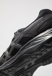 ASICS - GEL-CONTEND 5 - Neutral running shoes - black/graphite grey - 5