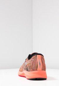 ASICS - GEL-DS TRAINER 24 - Zapatillas de running neutras - sun coral - 3