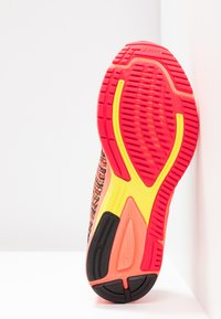 ASICS - GEL-DS TRAINER 24 - Zapatillas de running neutras - sun coral - 4