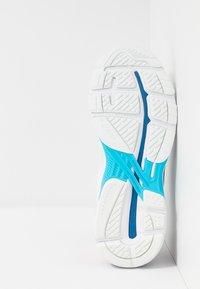 ASICS - GT-2000 7 - Zapatillas de running neutras - white/lake drive - 4