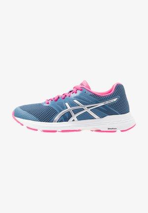 GEL-EXALT 5 - Obuwie do biegania treningowe - grey floss/silver