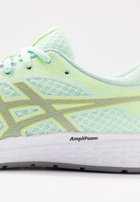ASICS - PATRIOT 11 - Obuwie do biegania treningowe - mint tint/sheet rock - 5