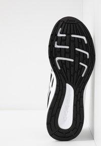 ASICS - PATRIOT 11 - Neutrální běžecké boty - black/white - 4