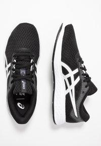ASICS - PATRIOT 11 - Neutrální běžecké boty - black/white - 1