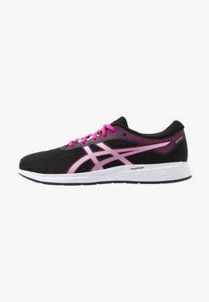 PATRIOT 11 - Hardloopschoenen neutraal - black/pink glow