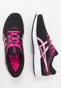 ASICS - PATRIOT 11 - Hardloopschoenen neutraal - black/pink glow - 1